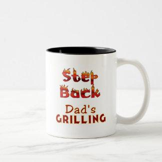 Kliva tillbaka pappa grilla T-tröja och gåvor Två-Tonad Mugg