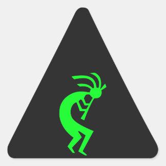 Kokopelli grönt triangelformat klistermärke