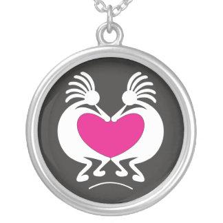 Kokopelli med rosa hjärtavalentin dag silverpläterat halsband