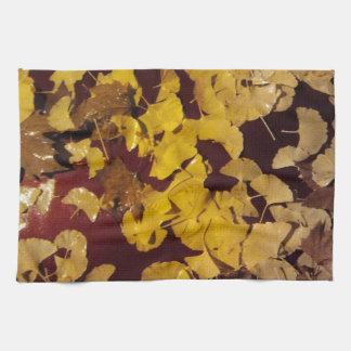 Kökshandduk med gula löv