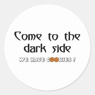 Kom till den mörka sidan - vi har kakor! runt klistermärke