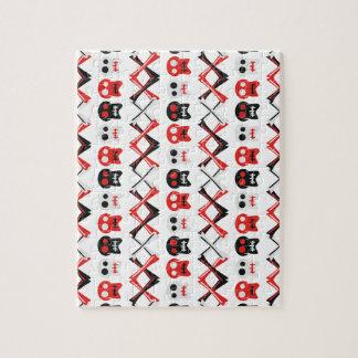 Komisk skalle med det korsade färgrika mönster för jigsaw puzzles