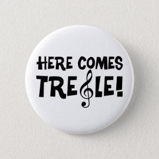 Kommer här Treble! Standard Knapp Rund 5.7 Cm