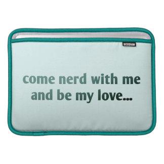 Komnerden med mig och är min kärlek… sleeve för MacBook air