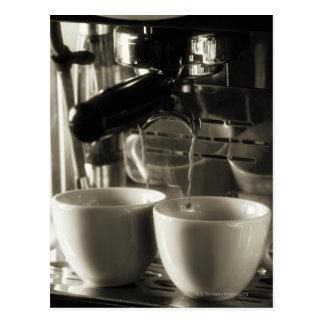 Konsten av nytt kaffe skapar/hälla vykort