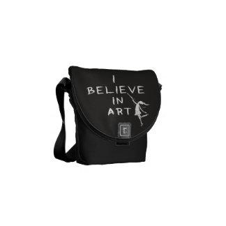 Konstfe: Jag tror i konst Kurir Väska