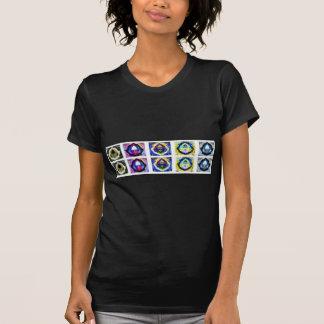 Konstnärligt Holistic Havenly behagfullt mönster T Shirts