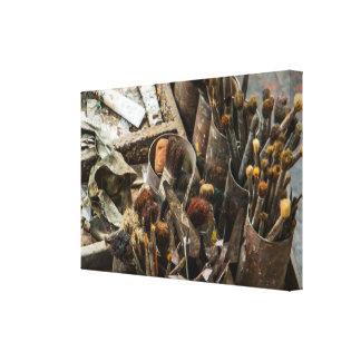 KonstnärPaintbrushes och målar i gammalt träfodral Canvastryck