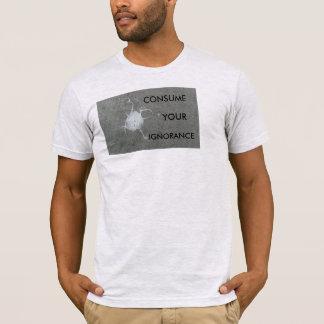 Konsumera din okunnighet t-shirts