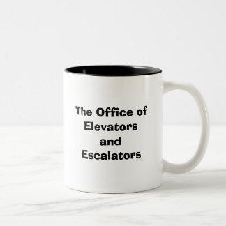 Kontoret av hissar och rulltrappa Två-Tonad mugg