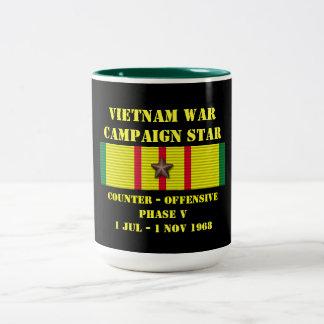 Kontra - offensiven arrangerar gradvis v-kampanjen Två-Tonad mugg