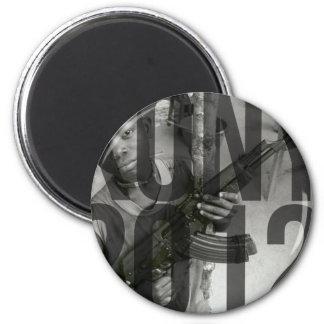 Kony 2012 - Saker (T-tröja, hattar, klistermärkear Magnet Rund 5.7 Cm