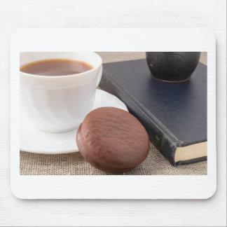 Kopp med den varma kakao- och chokladtårtan musmatta