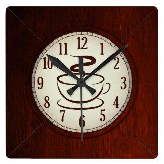 Koppen av den Wood väggen för kaffe tar tid på Fyrkantig Klocka