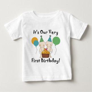 Koppla samman 1st födelsedagTshirts och gåvor för T Shirt