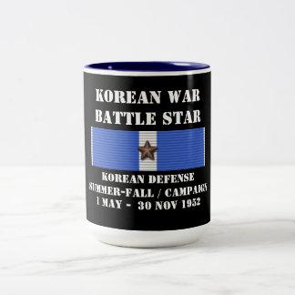 Koreansk försvarsommar - nedgångkampanj Två-Tonad mugg