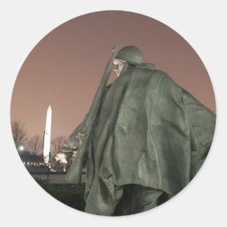 Koreansk minnesmärke och Washington monument på Runt Klistermärke