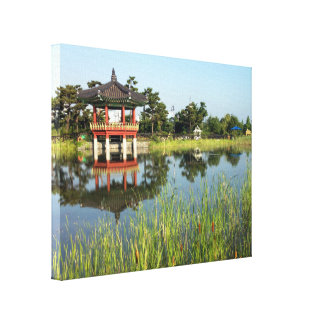 Koreansk Pagoda och damm Canvastryck