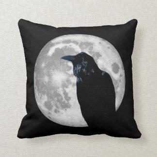 Korpsvart i månen kudde