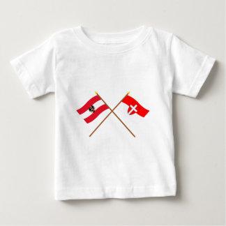 Korsad Österrike och Wien flaggor Tee Shirts