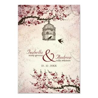 Körsbärsröd blommar och love birds som gifta sig 8,9 x 12,7 cm inbjudningskort