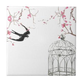 Körsbärsröd blommar, svala, fågelburdesign liten kakelplatta