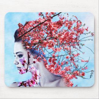 Körsbärsröd blommarkvinna musmatta