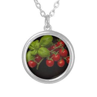 Körsbärsröd tomatbasilika silverpläterat halsband