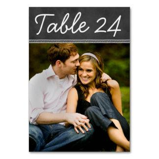 Kort för bordsnummer för svart tavlabröllopfoto
