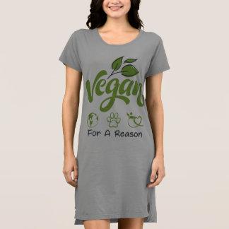 Kortärmadklänning som är designad för stilfulla t shirt