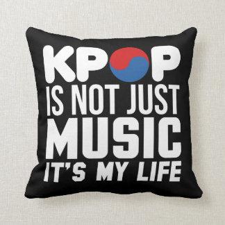Kpop är min livslogandiagram (mörk) prydnadskudde