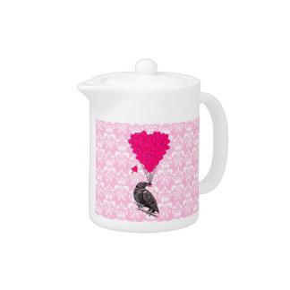Kråka och hjärta på rosa damast