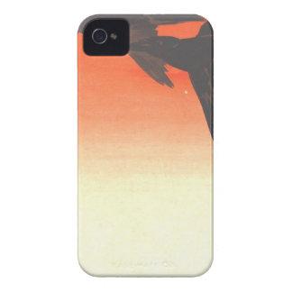 Kråkafluga vid röd himmel på solnedgången av iPhone 4 skal