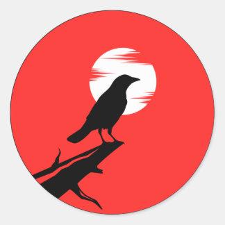kråkaklistermärken runt klistermärke