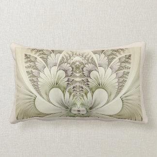 Kräm och taupen virvlar runt den blom- lumbarkudde