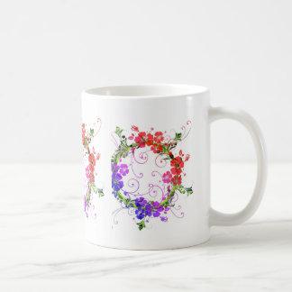 Kran av blommor vit mugg