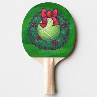 Kran för tennisbolljul på grönt pingisracket