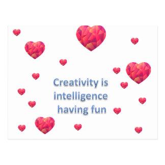 Kreativitet är intelligens som har roligt vykort