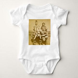 Krigare och brud för kråka för monteringsDakota T-shirt