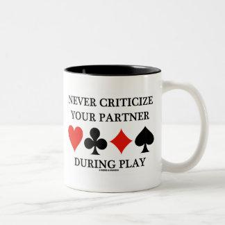 Kritisera aldrig din partner under lek Två-Tonad mugg