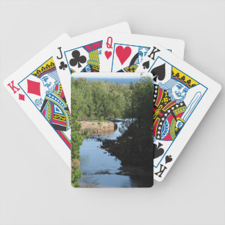Krusbärnedgångar - strömma spring mellan träd spelkort