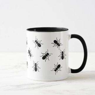 Kryps stora svart myror svärmer rolig novelty mugg