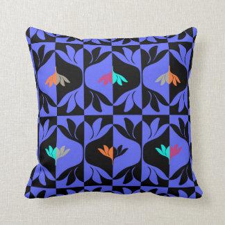 Kudde med grafiskt mönster
