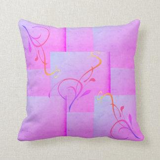Kudde som är designad i lilor