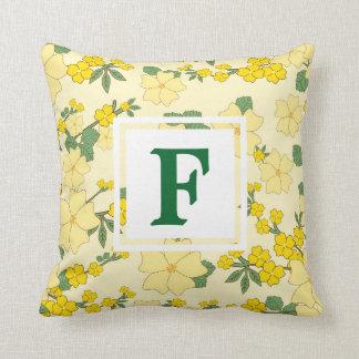 Kudder den gula blommönstermonogramen för kudde