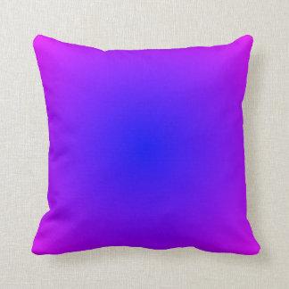 Kudder den magentafärgade lutningen för blått kudde