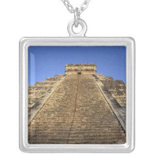 Kukulcan tempel eller Castillo slott) i 2 Silverpläterat Halsband