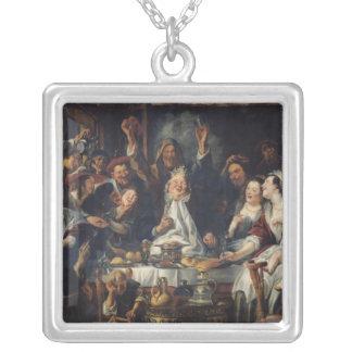 Kungen dricker silverpläterat halsband
