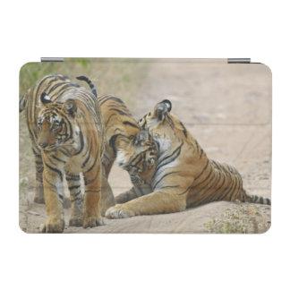 Kunglig Bengal tiger och barn en - som är rörs iPad Mini Skydd