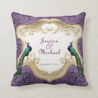 Kunglig personligårsdag för påfågel (lila) kudde